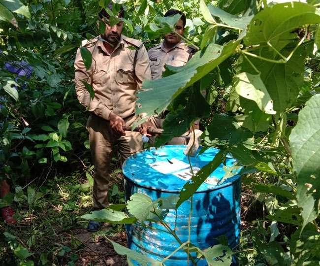 हरिद्वार में अवैध शराब माफियाओं के खिलाफ पुलिस की कार्रवाई
