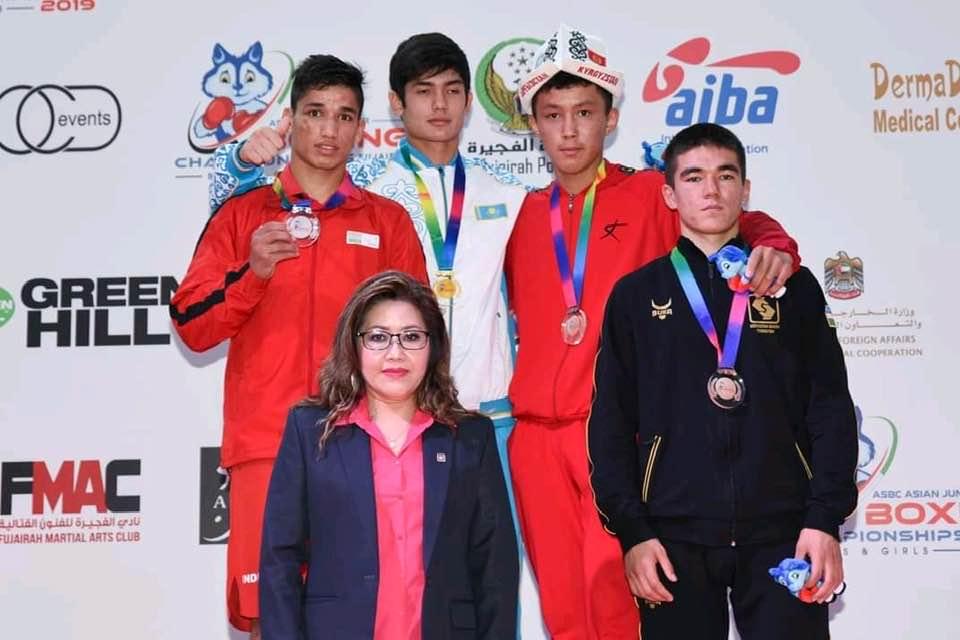 एशियन जूनियर मुक्केबाजी चैंपियनशिप भारत को रजत पदक दिलाने वाले जयदीप रावत पहुंचे अपने गांव