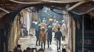 दिल्ली,अनाज मंडी बिल्डिंग में आज फिर लगी आग,रविवार आग लगने से हुई थी 43 लोगों की मौत