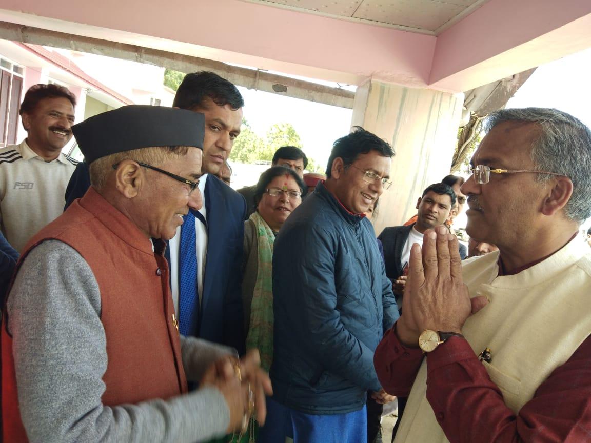 पौड़ी में सीएम त्रिवेंद्र सिंह रावत ने कहा,कोरोना वायरस के संक्रमण से बचने के लिए सतर्कता जरूरी