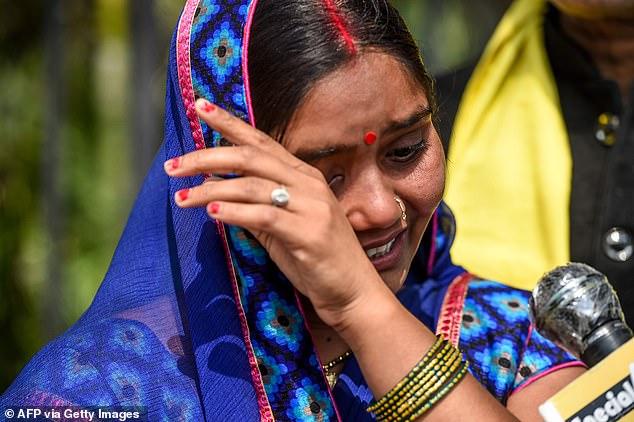 निर्भया के दरिंदे की पत्नी फूट-फूटकर रोई हुई बेहोश