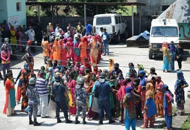 भारत में फंसे अपनों के लिए नेपाल में महिलाओं ने खोला मोर्चा