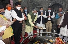 बागनाथ मंदिर में पूजा अर्चना के बाद सीएम रावत ने 1.11 अरब रुपये की योजनाओं किया शिलान्यास
