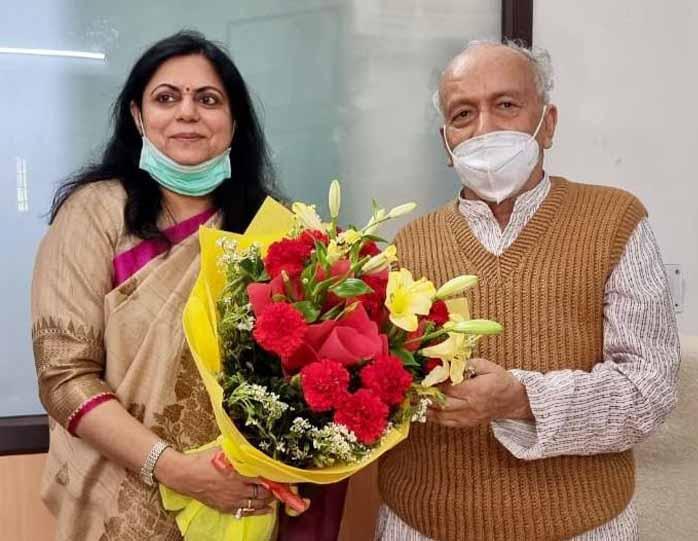 राज्यपाल भगत सिंह कोश्यारी से मुख्यमंत्री तीरथ रावत की धर्मपत्नी ने की भेंट,दी होली की शुभकामनाएं