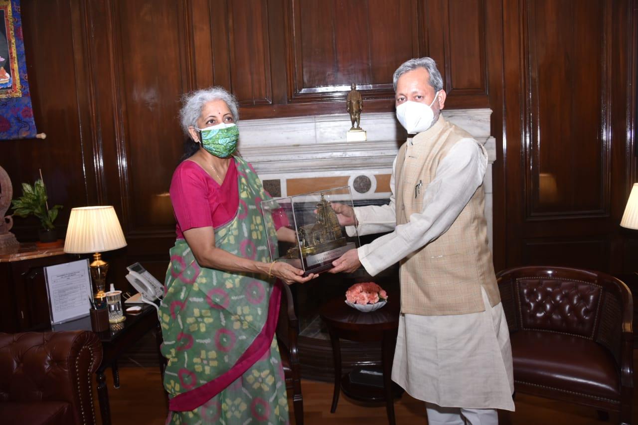 मुख्यमंत्री तीरथ रावत ने केन्द्रीय वित्त मंत्री निर्मला सीतारमण से की भेंट