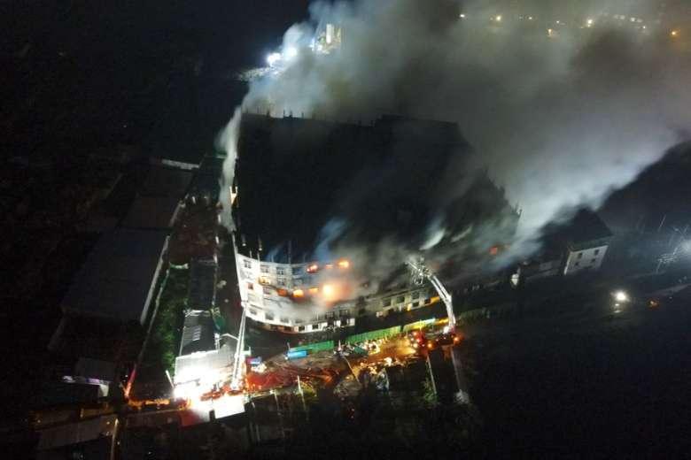 फैक्ट्री में आग लगने से हुई 52 लोगों की मौत