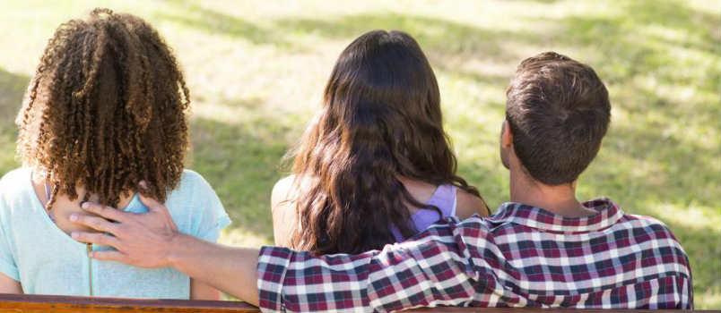 पत्नी को हुआ पति के बेस्ट फ्रेंड से प्यार क्या हुआ जब खुली पोल
