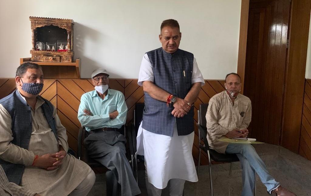मसूरी विधायक गणेश जोशी ने श्रीदेव सुमन नगर में मंडल कार्यसमिति के सदस्यों के साथ की बैठक