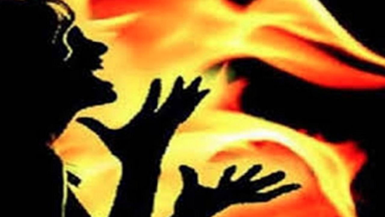 देश की सबसे बड़ी अदालत में पत्नी-पत्नी ने आग लगाकर की आत्महत्या की कोशिश