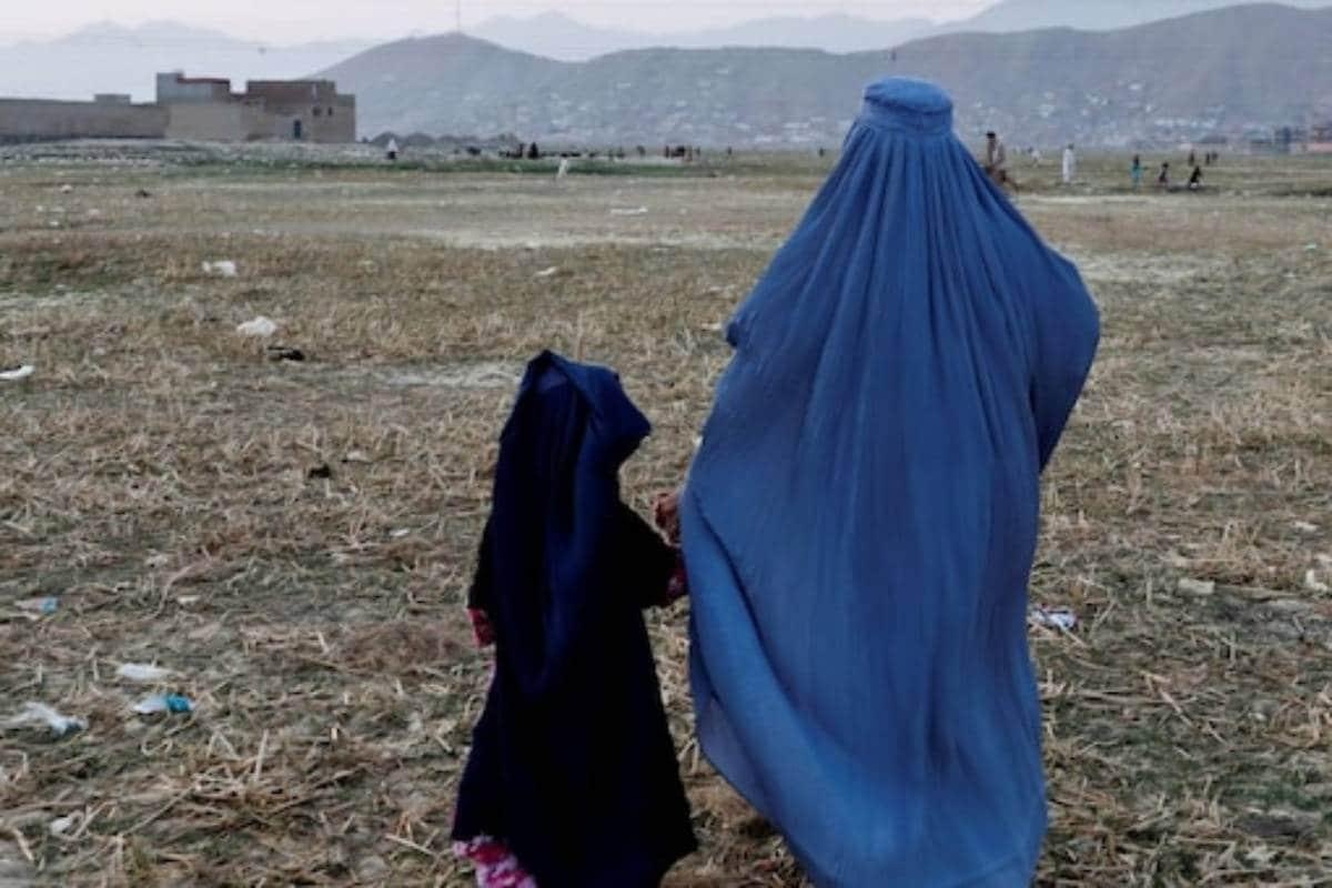 अफगानिस्तान में सिर्फ हिजाब पहनने वाली महिलाएं ही कर सकेंगी नौकरी