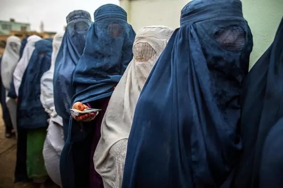 अफगानिस्तान में पर्दे में रहकर स्कूल जा सकेंगी लड़कियां