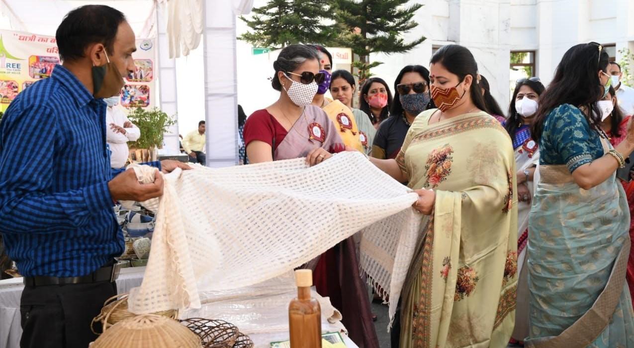 मसूरी में आयोजित दो दिवसीय संजीवनी दिवाली फेस्ट कार्यक्रम सम्पन्न,सीएम धामी की धर्मपत्नी गीता धामी न